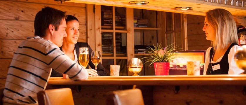 switzerland_saas-fee_hotel-sunstar-beausite_bar.jpg
